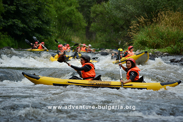 Team Building with kayaks, boats, rafts and kayaking in Bulgaria
