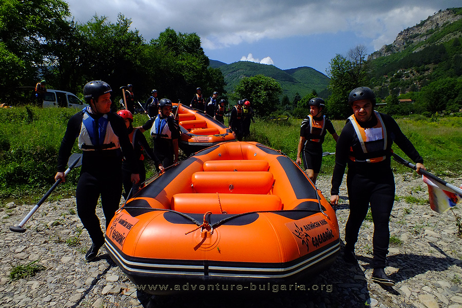 The start of the rafting near the village Tserovo