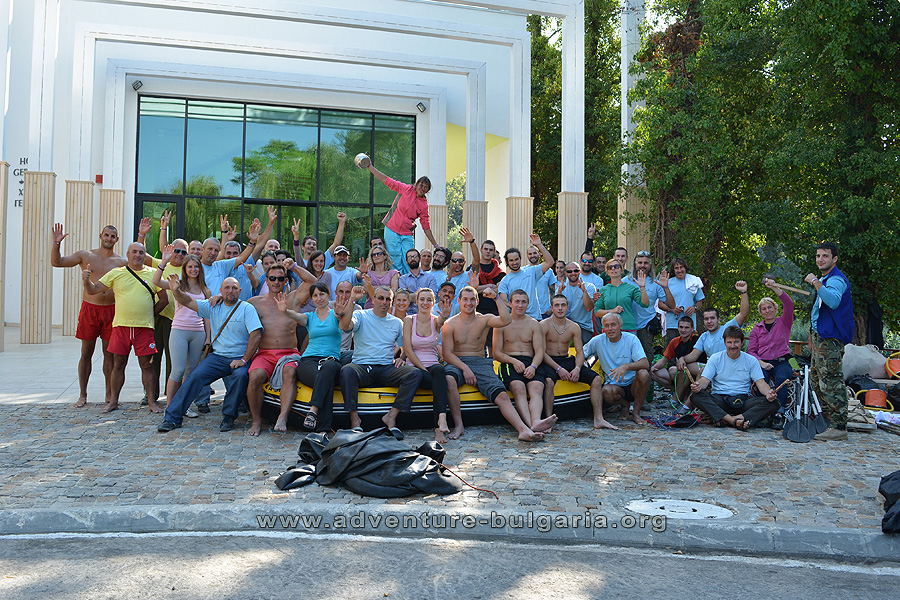 The team of Club Edelweiss during sea teambuilding program with 400 participants in 2015.